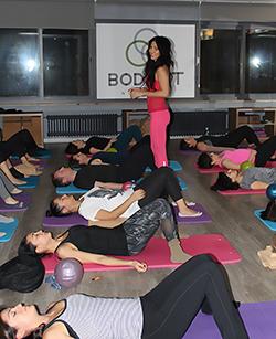 mat pilates yoga dersi meditasyon grup dersi bodyfit nisantasi pilates dersi web optimised-250x300